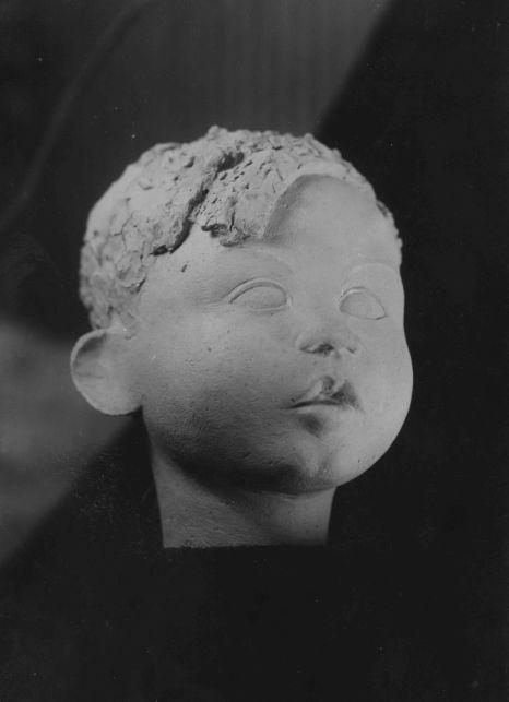Escultura de Jaume Sans elaborada a l'Escola d'Arts i Oficis (c.1932)