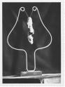 Excremencialitat medianímica (entre el 1934 i el 1935). Fotografia de la peça desapareguda mostrada a l'exposició «Tres escultors que presenta ADLAN»