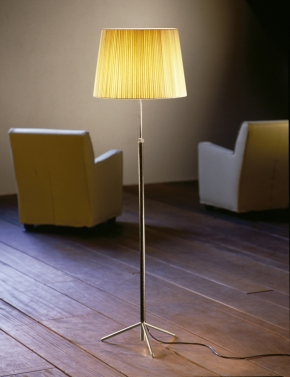 Llum dissenyat per Jaume Sans i comercialitzat per Santa and Cole